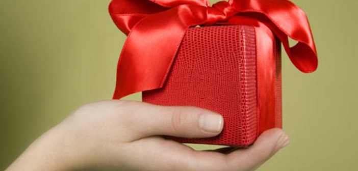 Hand-holding-gift-001-702x336